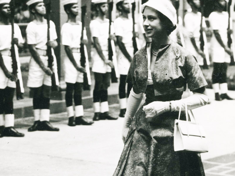Queen Elizabeth with Launer handbag